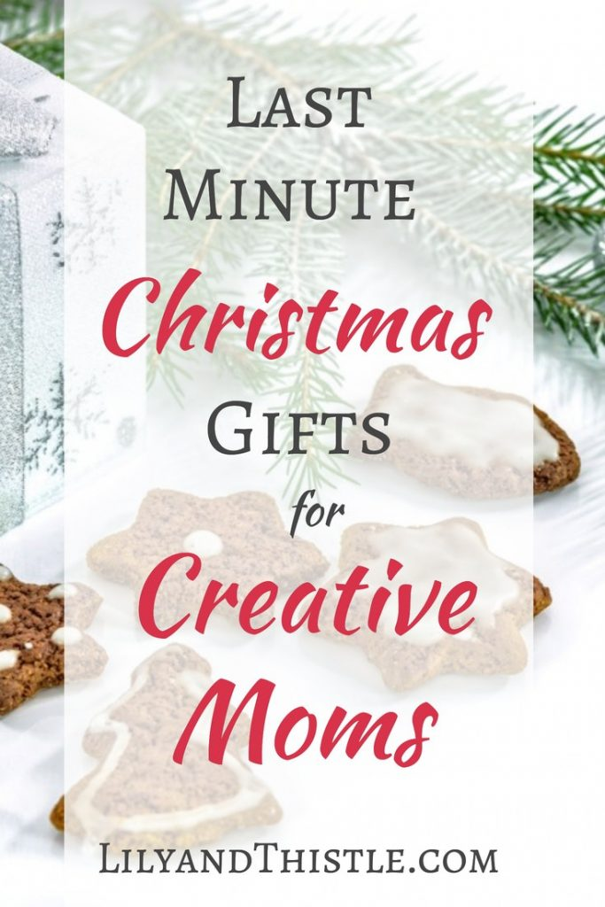 Last minute Christmas gifts for the creative mom in your life (or you wink, wink!) Great gift list ideas for stocking stuffers or the main present! For artists, crafters, watercolor painters, hand lettering pros and creatives. Budget and time friendly! #craftergiftguide #giftideas #christmasgiftguide #stockingstuffer