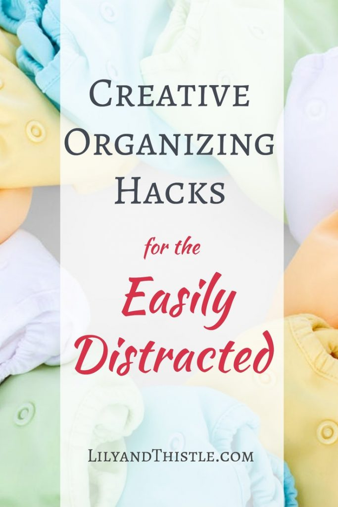 Organizing hacks for the easily distracted. Tips and tricks to help you organize in ways that are quick and easy so that you won't be distracted. From the bathroom to the kitchen things you can do to help parents and kids get rid of the clutter! #cleaninghacks #organizingtipsandtricks #organizingideas #organizinghacks